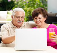 couple shopping for life insurance online